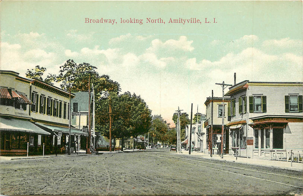 Amityville - NY - Broadway looking North - LI - Long Island - Original Postcard