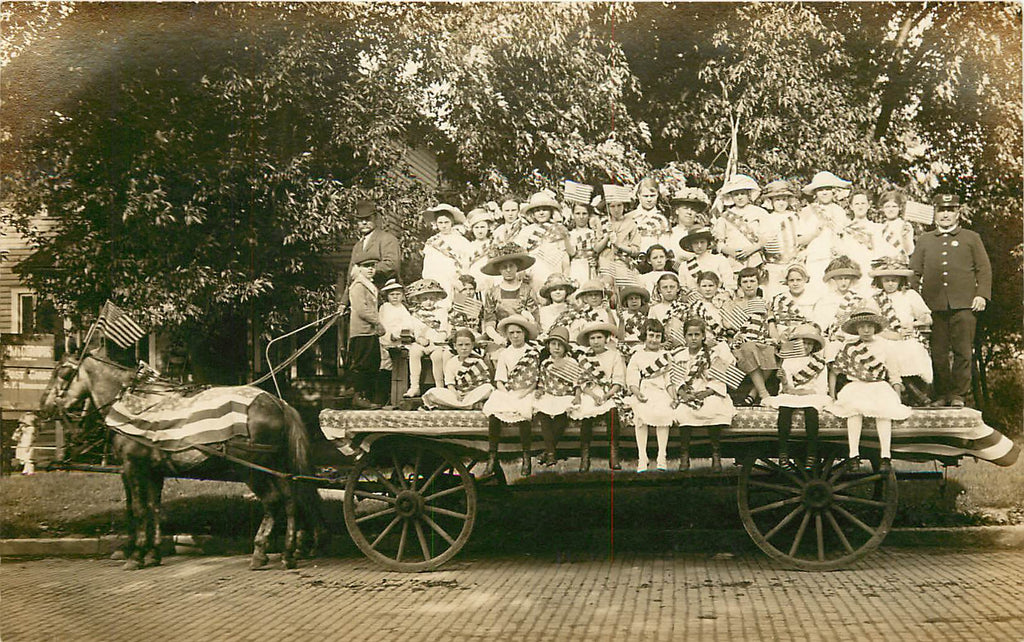 Hoopeston Illinois - IL - Memorial Day Float - Hoskinson Real Photograph - 1913