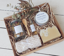 Load image into Gallery viewer, Treat Yourself Pamper Gift Set Box