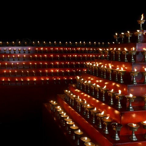 Buddha Lamp Offerings  供燈