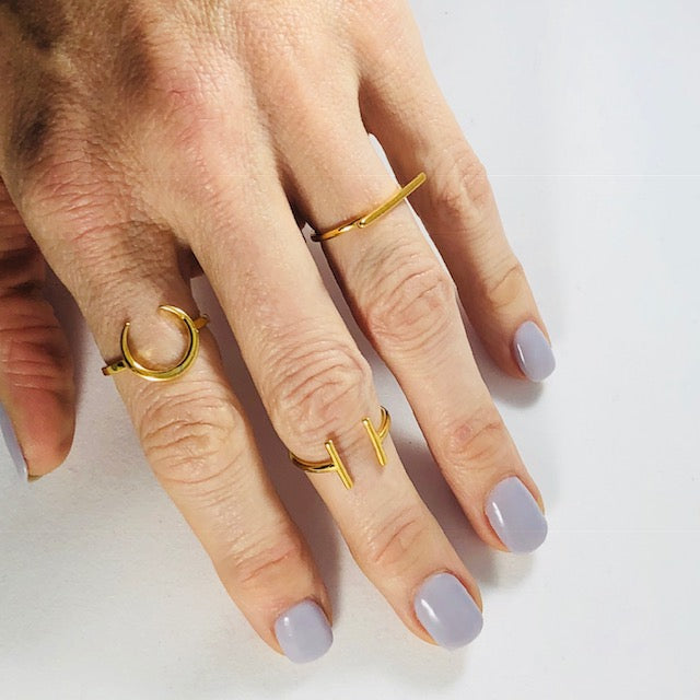 Sarah Belle - Gold Simple Bar Minimalist Ring
