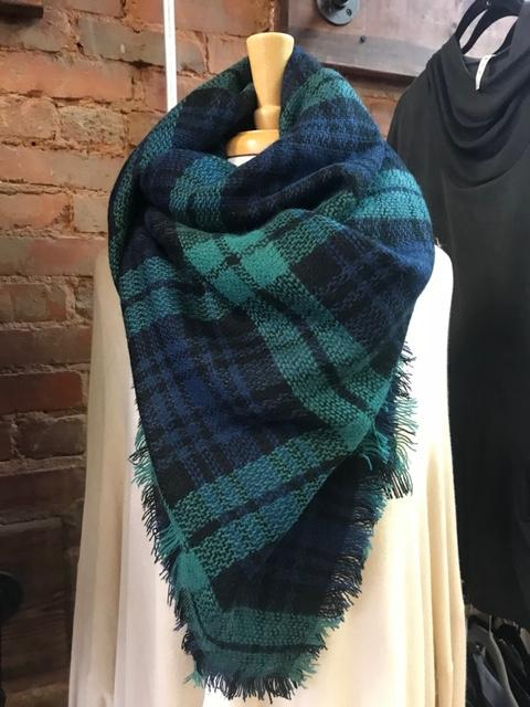 Green navy blanket scarf 22563.JPG