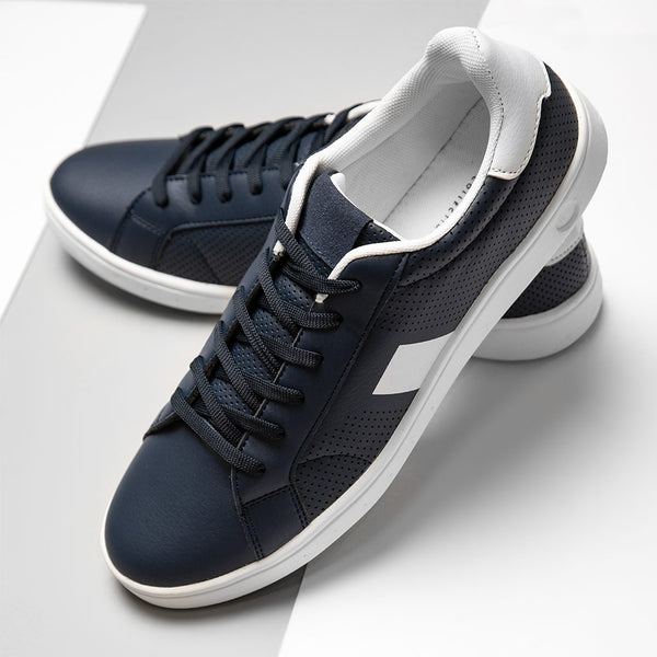Madres Side Tape Detail Trainers In Navy
