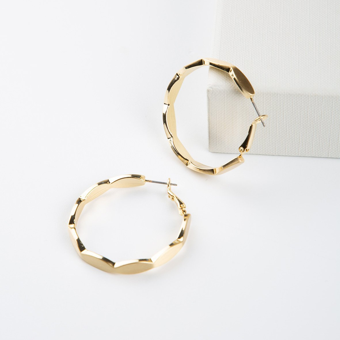 curAtiv proudly gives you Luxembourg Brushed Gold Hoops earrings.