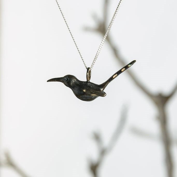 curAtiv proudly gives you Wood Hoopoe Mini Sculpture Pendants.