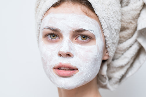 A natural hydrating face mask will assist in smoothing out fine lines by hydrating, nourishing and restoring moisture levels and help strengthen the skin's protective barrier function to reduce pollution penetration.