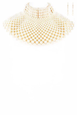 iconic pearl collar