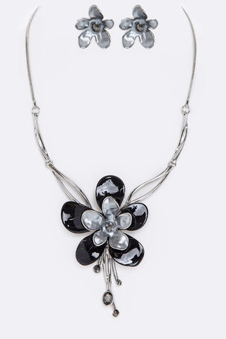 nacre flower set in silver