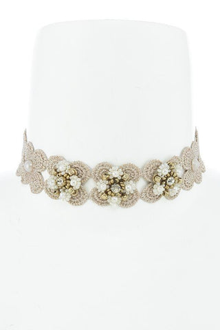 flirty pearl flower choker