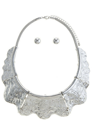 sculpted metal collar in silver
