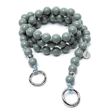 Laden Sie das Bild in den Galerie-Viewer, upbeads Rocco grau grey beads crossbody Handykette Holzperlenkette Holzperlen cellphone chain keychain wooden bead chain