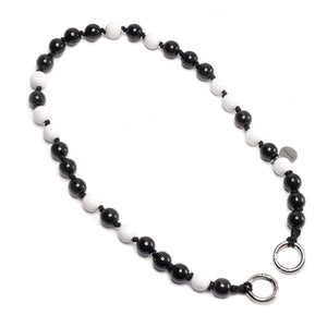 upbeads Salt-pepper salt pepper schwarz weiss black white beads shortie shorty Handykette Holzperlenkette Holzperlen cellphone chain keychain wooden bead chain