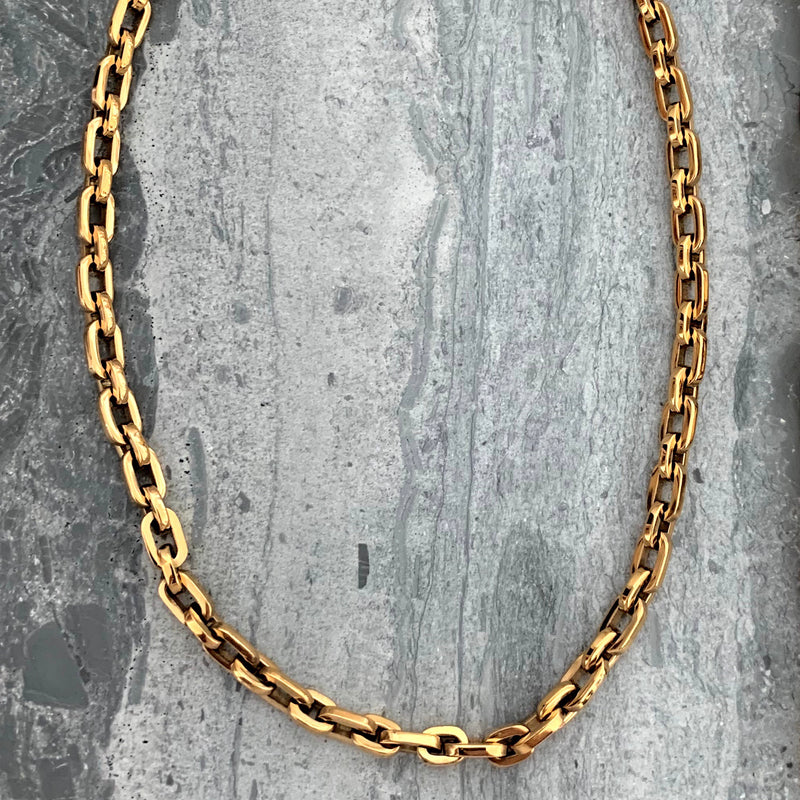 Puerto Chain Small which is thinner than the Puerto Chain necklace in Gold plated stainless steel.