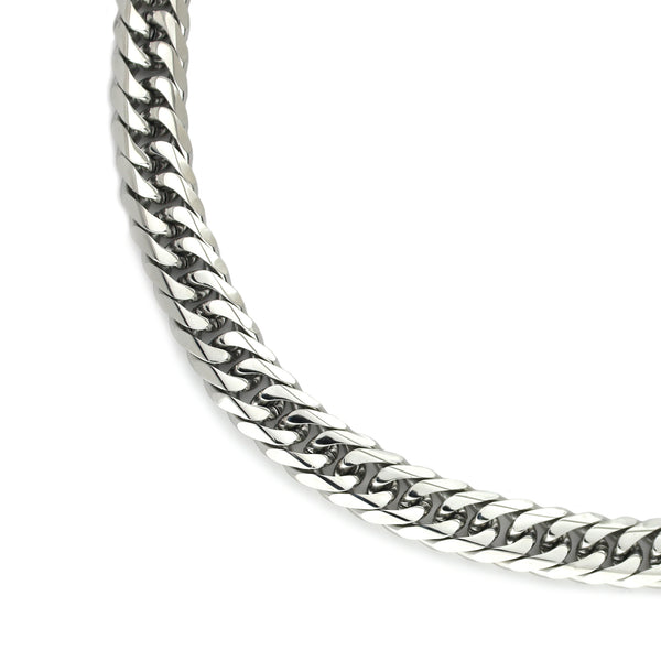 SMALL TROPICANA SILVER which is comes in stainless steel silver chain.