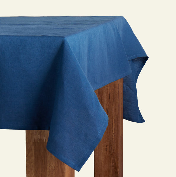 Embrin linen tablecloth, 10 beautiful colors and 3 sizes to choose from, made with high quality and sustainably grown flax from Normandy, France