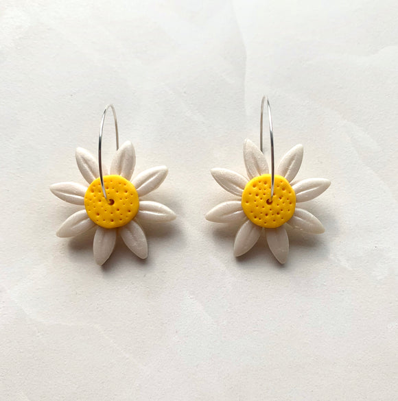 Daisy Dangles - White and Yellow