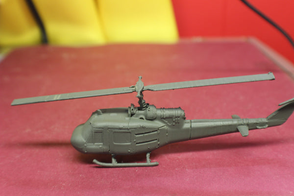 "1-72ND SCALE 3D PRINTED VIETNAM WAR U.S. ARMY BELL UH-1 IROQUOIS""HUEY"" HELICOPTER KIT"