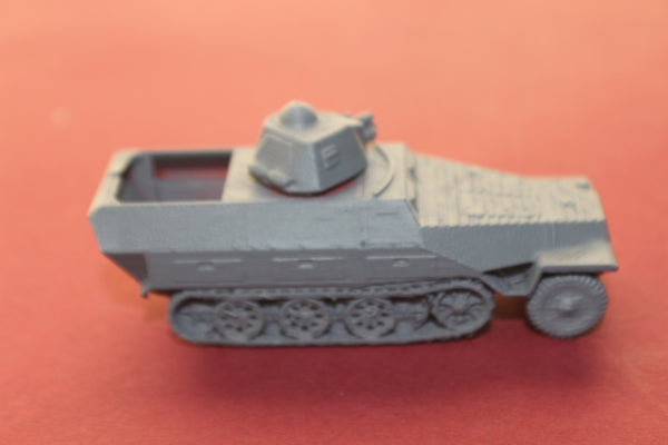 1-72ND SCALE 3D PRINTED WW II GERMAN SDKFZ 251 AUSF D R35 HALFTRACK ARMORED FIGHTING VEHICLE