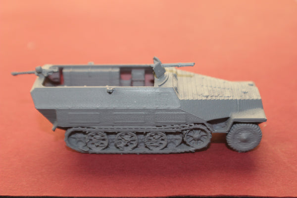 1-87TH SCALE 3D PRINTED WW II GERMAN SDKFZ 251-16 FLAMMTHROWER  HALFTRACK ARMORED FIGHTING VEHICLE