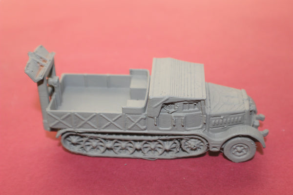 1-72ND SCALE 3D PRINTED WW II GERMAN SD.KFZ 9 FAMO CLOSED CAB, OPEN BOX WITH SPADE