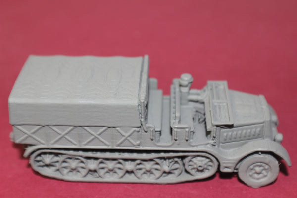 1-87THSCALE 3D PRINTED WW II GERMAN SD.KFZ 9 FAMO OPEN CAB, CLOSED BOX