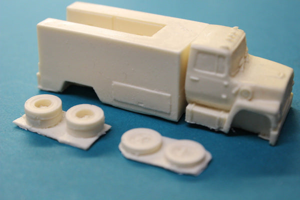 HO SCALE FORD UTILITY TRUCK RESIN KIT