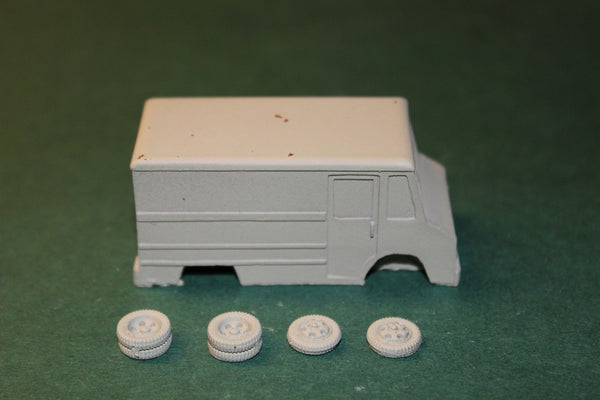HO SCALE 1970s TO 1990s GMC STEP-VAN DELIVERY TRUCK RESIN KIT