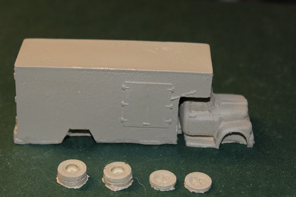 HO SCALE IHC MOVING VAN RESIN KIT
