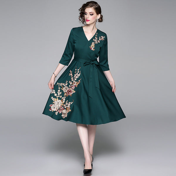 2019New European and American dresses, fashion V-collar, high-end embroidery, seven-point sleeve tie, waist swing dress