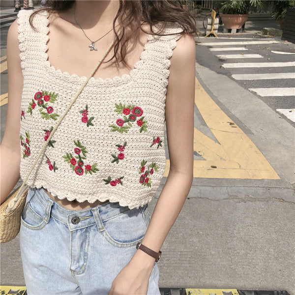 2020 summer new Korean funny girl HyunA wind retro sweet flower embroidered camisole female short paragraph (Photo Color One Size)