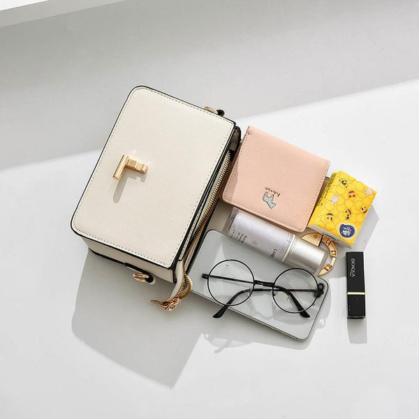 Trendinggate.com 2019In the new summer, the small bag is foreign fashion oblique satchel ins super fire network celebrity Xiaofang bag carries the oblique satchel bag by hand.