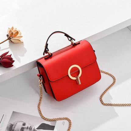 Trendinggate.com red 2019In the new summer, the small bag is foreign fashion oblique satchel ins super fire network celebrity Xiaofang bag carries the oblique satchel bag by hand.