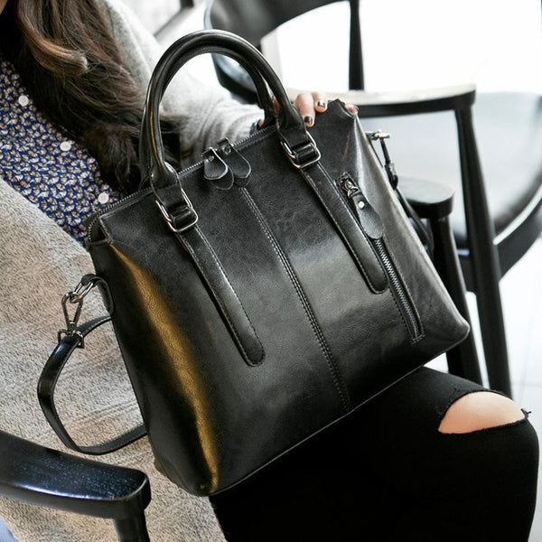 Trendinggate.com 2019New European and American style leather women's bag fashion women's hand-held messenger one shoulder oil wax cow leather bag wholesale trend