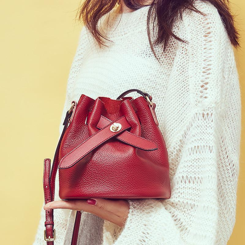 Trendinggate.com 2019New fashionable ladies bags with simple temperament, one shoulder inclined bag, leather top layer, cowhide bucket and ladies bag