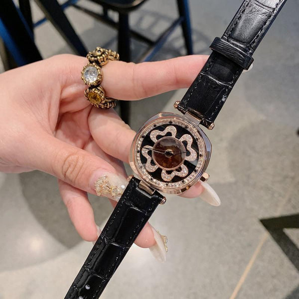 Trendinggate.com Black DACRNew fashion trend leather strap with four-leaf clover runs dial crystal face watch Korean version