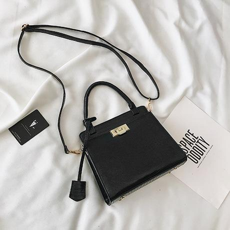 Trendinggate.com black (colour) handbags 2019New fashionable Korean version of one-shoulder oblique Bag Fashion Lizard-print handbag
