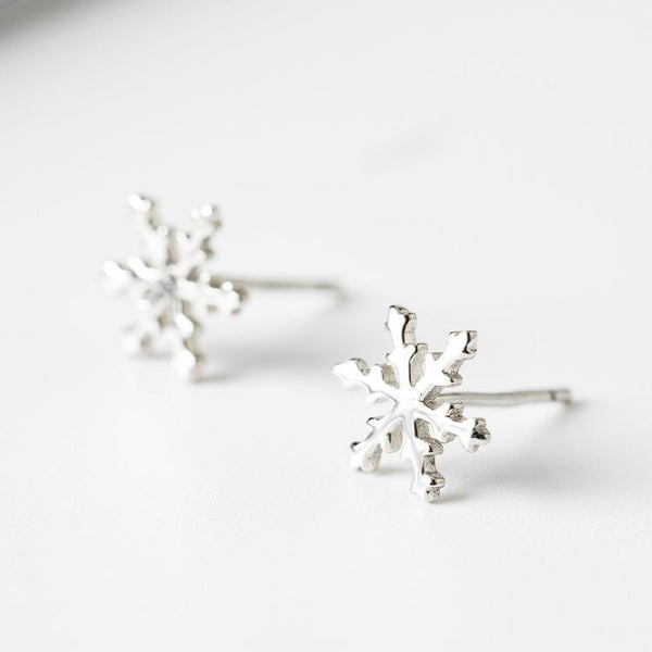 Trendinggate.com Japanese and Korean style s925 pure silver ear nail women's personality fashion snowflake silver ear needle simple trend silver ear decoration (white)