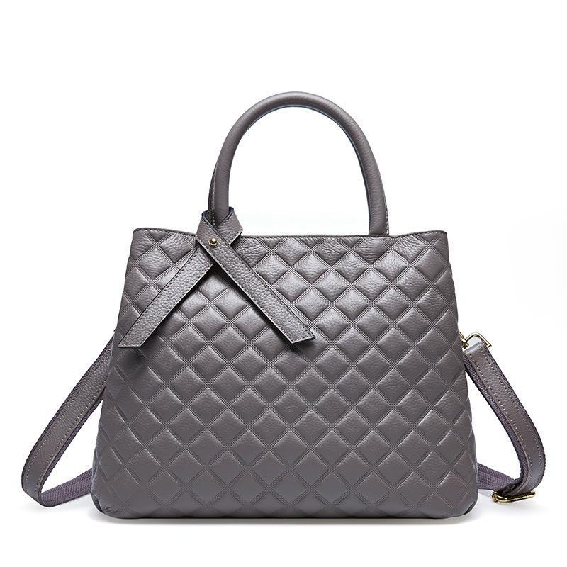 Trendinggate.com ash The new autumn and winter handheld large capacity women's bag with one shoulder slanted large bag and one shoulder bag with a large shoulder in the first layer of cowhide rhombus women's bag in autumn and winter.