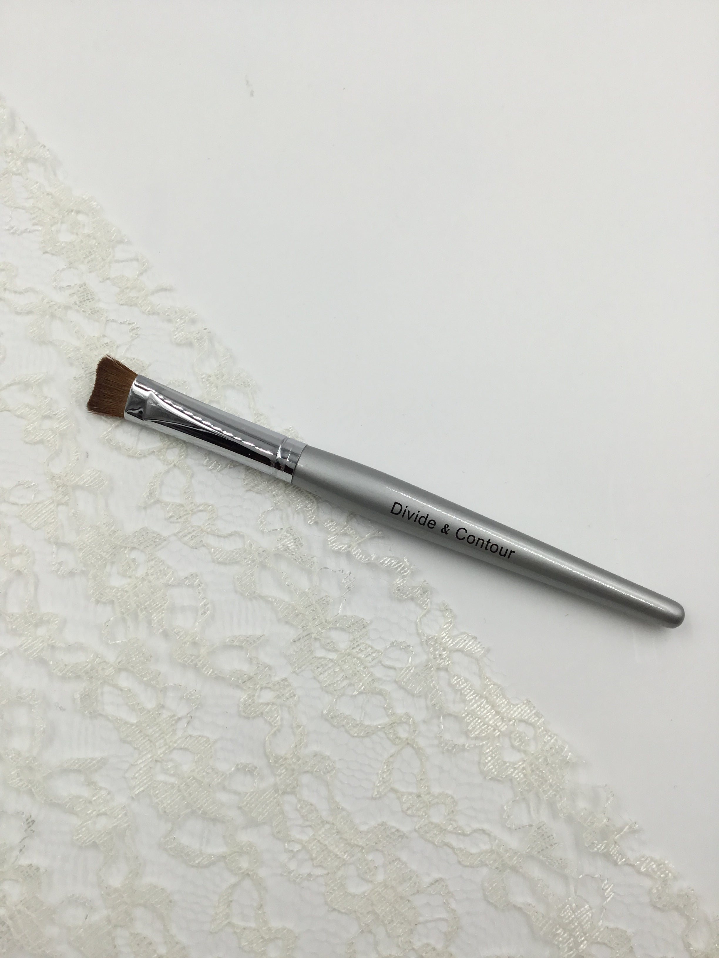 Divide & Contour Eye Shadow Brush
