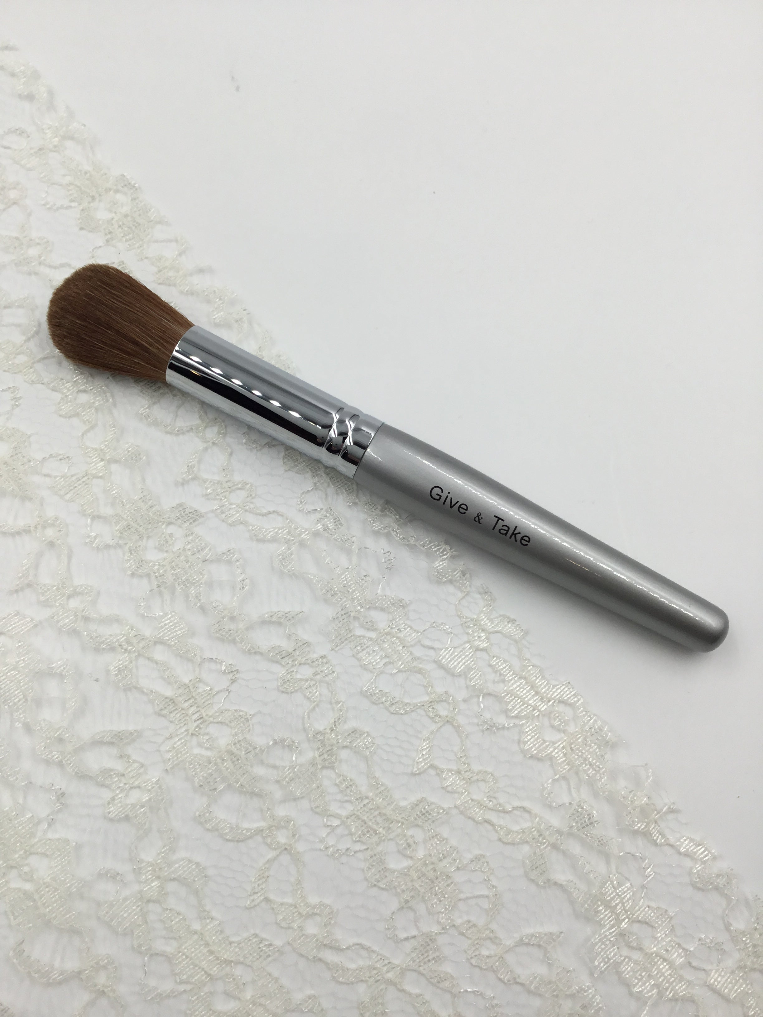 Give and Take Powder Makeup Blush Brush