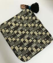 Gray Dot/Dark Gray Clutch
