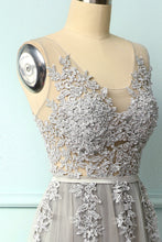 Laden Sie das Bild in den Galerie-Viewer, Grey Appliques Dress
