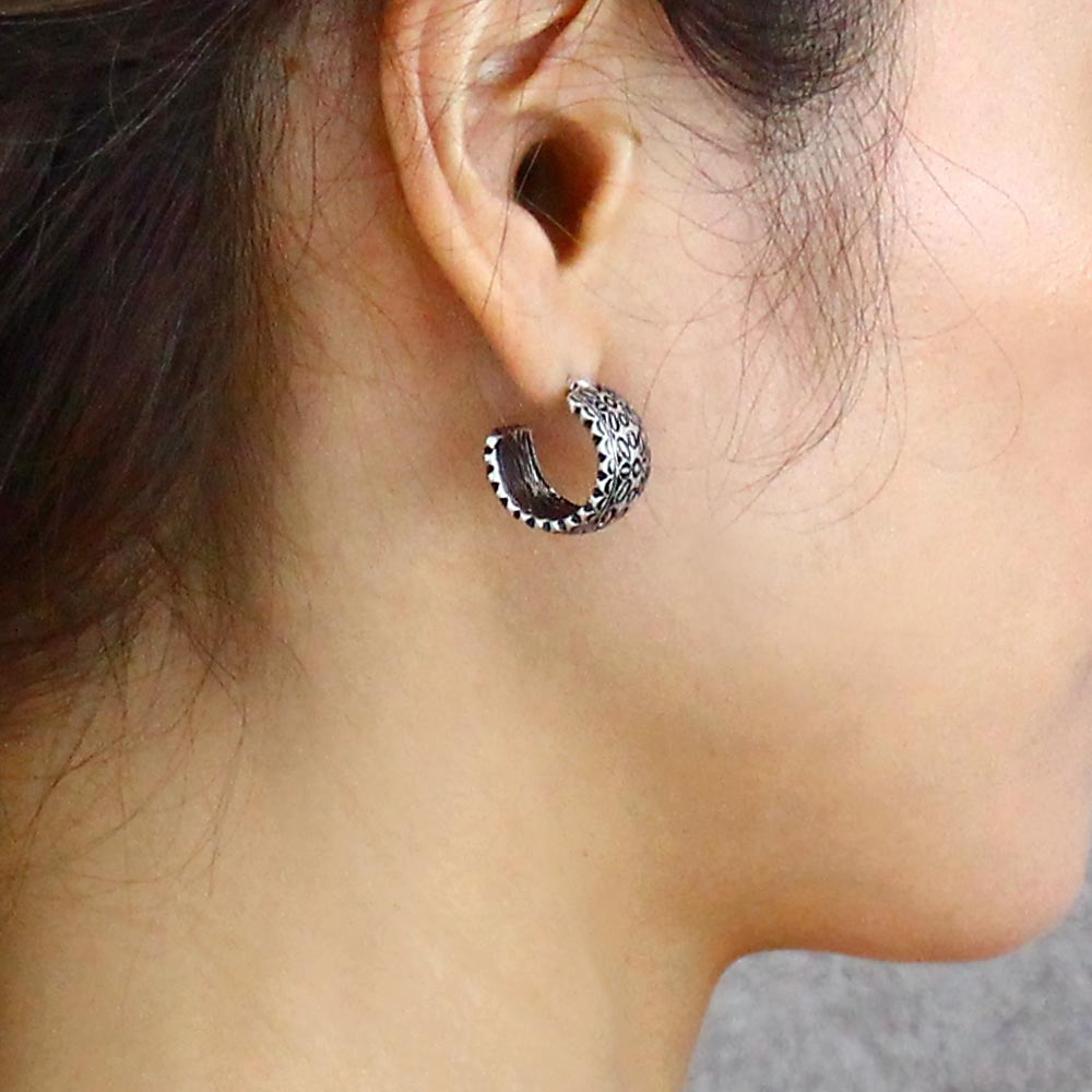 Wide Scalloped Hoop Earrings - Osewaya