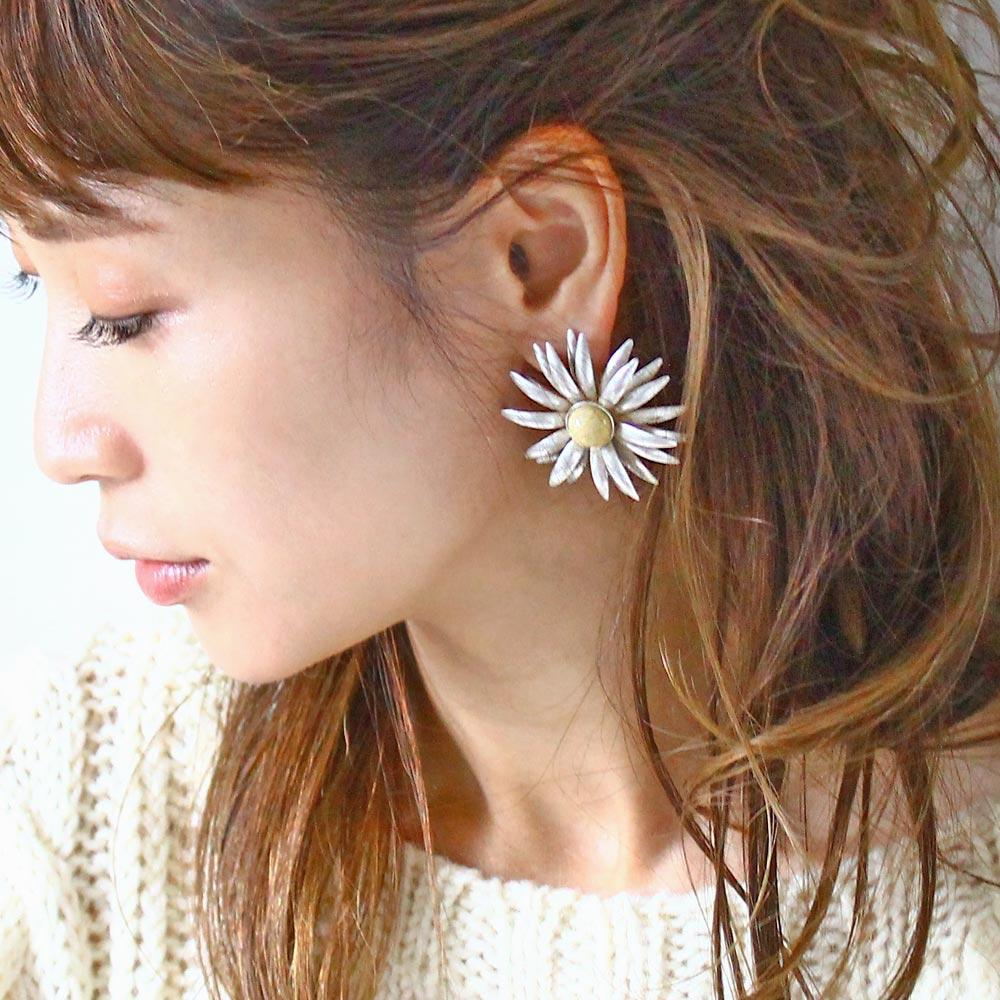 Distressed Look Flower Earrings - Osewaya