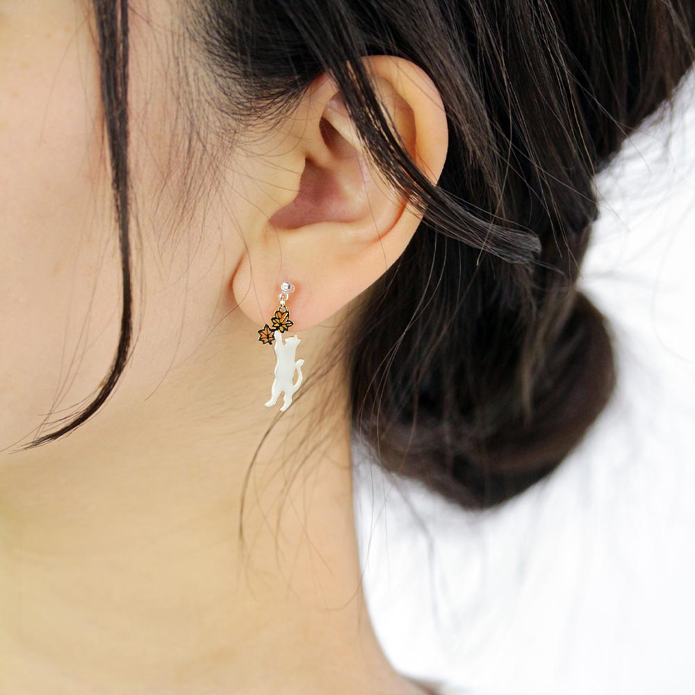 Momiji Leaf and Cat Invisible Clip On Earrings - Osewaya