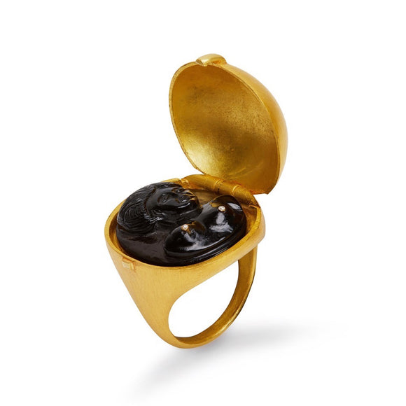 Venus Ring in Onyx
