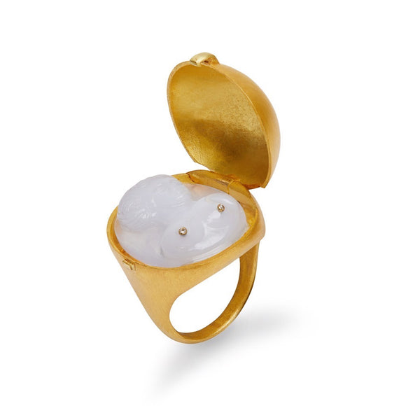 Venus Ring in Chalcedony