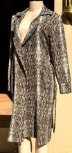 Load image into Gallery viewer, Snakeskin print coat