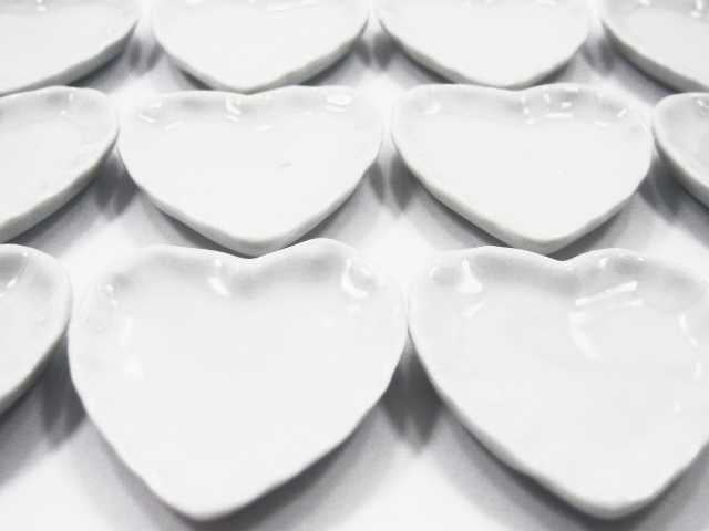 White Heart Plate Dish Dollhouse Miniature Kitchenware Ceramic 35mm