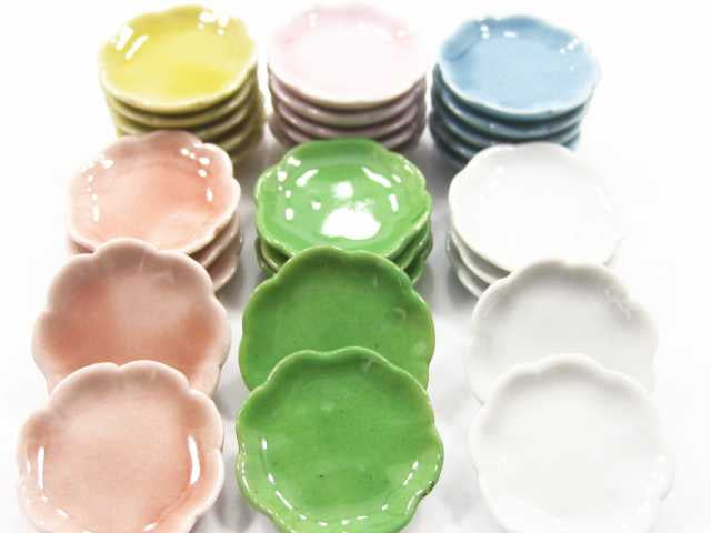 30 Mixed Color Scallop Plate Dish Dollhouse Miniatures Kitchen Ceramic 3cm 2349